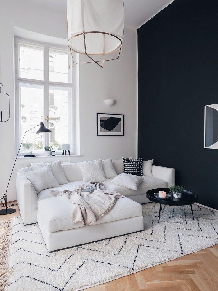 Gemütliches Wohnzimmer mit flauschigem Teppich