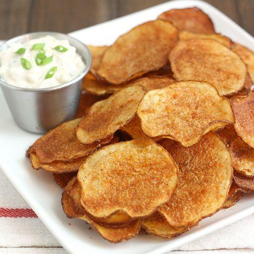 Patatas fritas al horno caseras con triple salsa de cebolla