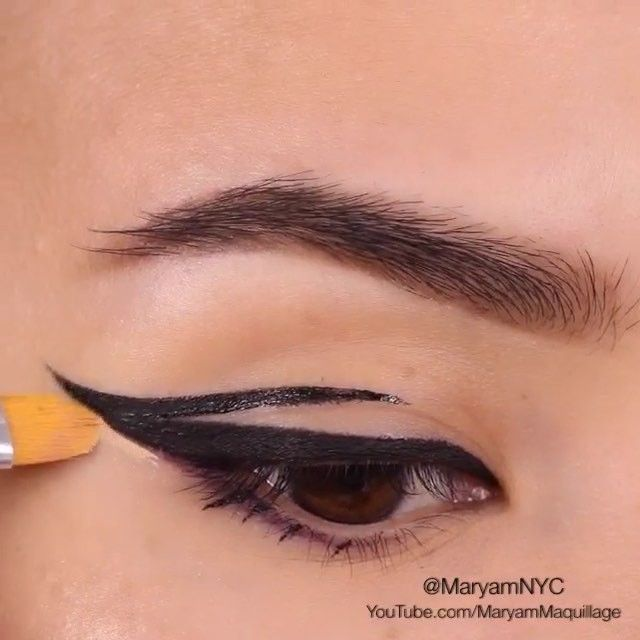 "Live this  by @maryamnyc ""▶️PRESS PLAY▶️ to watch this cat eye tutorial.  . --------------------------------------- using motivescosmetics Little Black Dress liner & angled liner brush (➡️code: MaryamNYC) + Jordana black leather liner for precision, & #motivescosmetics sculpt series Fire palette, the lightest shade to clean up the edge. Lashes are houseoflashes Boudoir. ."