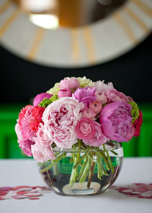 .: Pink Flowers, Birthday Parties, Bowls Centerpieces, Low Centerpieces, Wedding Flowers, Parties Ideas, Pinkpeoni, Floral Arrangements, Pink Peonies