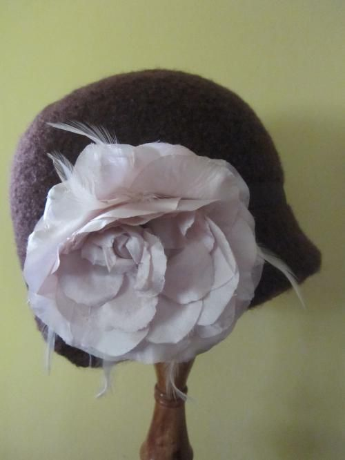1920s Cloche Style Chocolate Brown Vintage Pure Wool Felted Hat