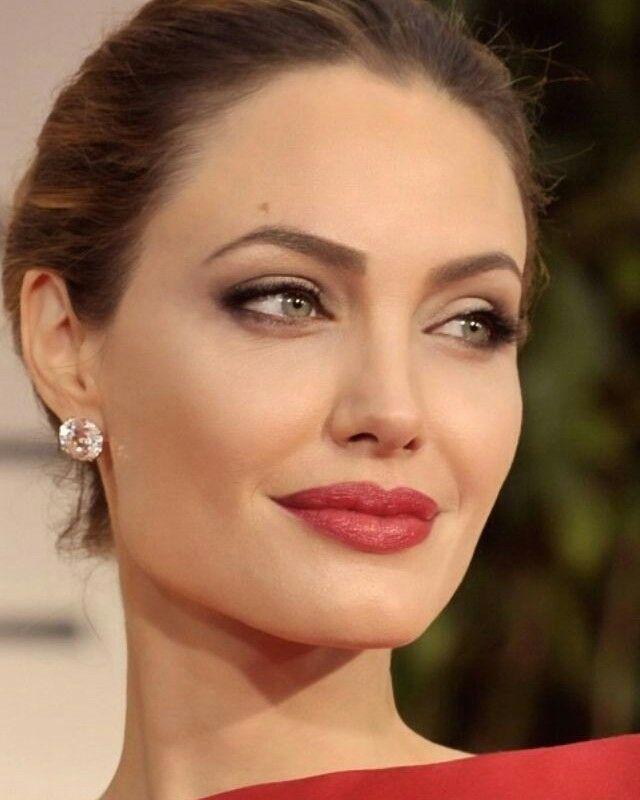 Inspiração para as festas: a make maravilhosa da Angelina Jolie