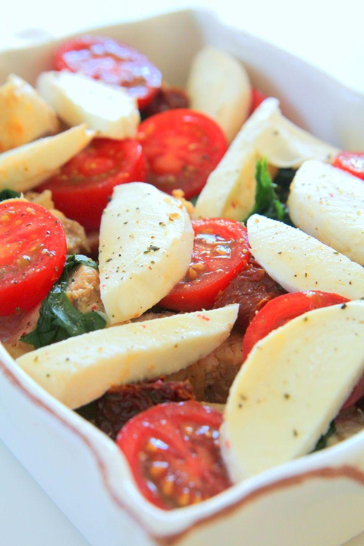Kyckling med soltorkade tomater och smält mozzarella Hej hej, Hur har ni det nu i semestertiderna ? Hinner ni fundera något på middagsmaten- annars har jag ett mycket gott tips idag. För vi lagade en busenkel middag igår och det blev uppskattat av alla och det var bara tomma tallrikar efteråt. Bästa betyget 🙂 Barnen åt med … Läs mer