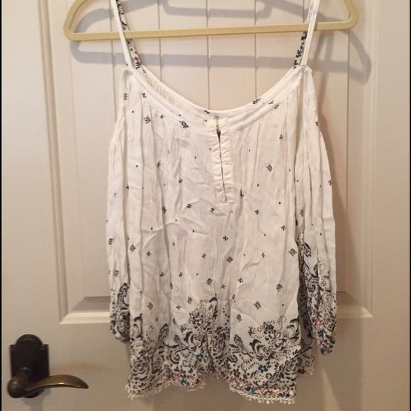 Urban Putfitters Off the Shoulder Top Beautiful, never worn and it doesn't fit me anymore. Will steam before shipping. Ecote Tops