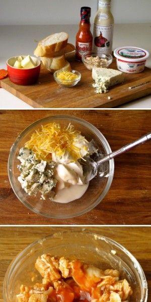 Roer 3 el roomkaas, 2 el verkruimelde blauwe kaas, 1 el geraspte cheddar kaas samen tot je een glad mengel hebt.  Combineer nu 125 gr fijngehakte kip met 20 ml hete saus. Smeer het kaasmengel op de broodjes, daarna de kip. Bak de broodjes in en pan met boter