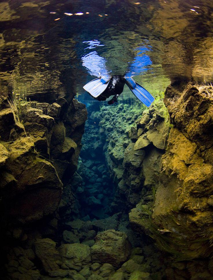 Plongée au tuba en Islande : Into the Blue http://www.aventuresenislande.fr/Voyageenete/Excursionsdeplongee/IntotheblueEtedepuisReykjavik/