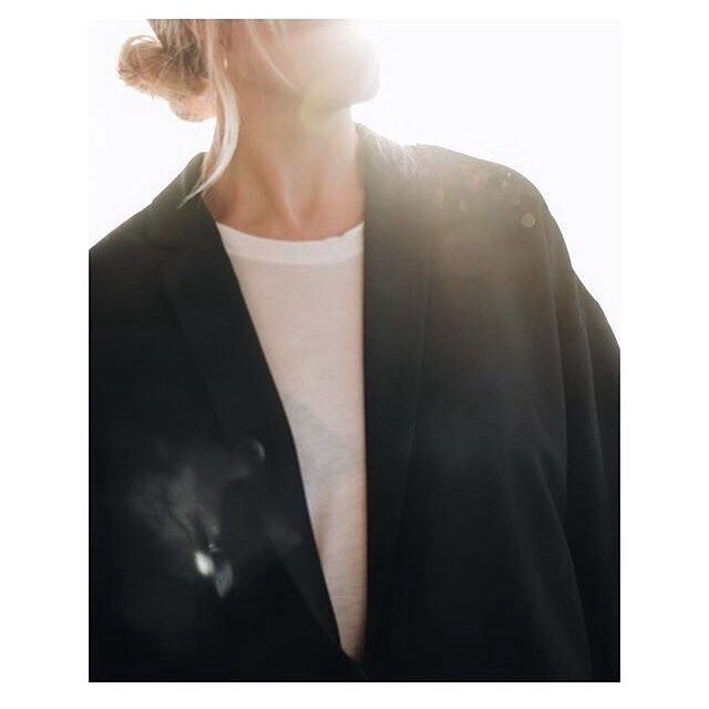 It was one of those March days when the sun shines hot and the wind blows cold: when it is summer in the light, and winter in the shade. - Charles Dickens . . Photo by the lovely @hildemork78  #girlsinarv #elincoat  #arvdesign