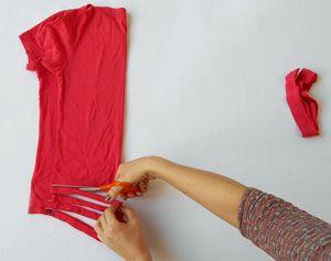 Zo maak je zelf zpagetti garen van oude t-shirts. #breien #recycling