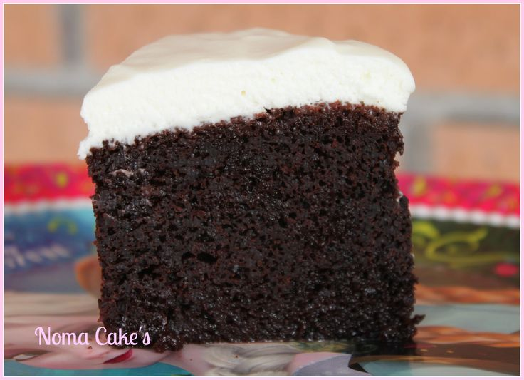 Si hay una tarta que me ha sorprendido, es la Guinness, sin duda. (Y no solo a mí, a todos los que la probaron). Decir que una tarta lleva cerveza negra suele tirar hacia atrás. Y más a mi…qu…