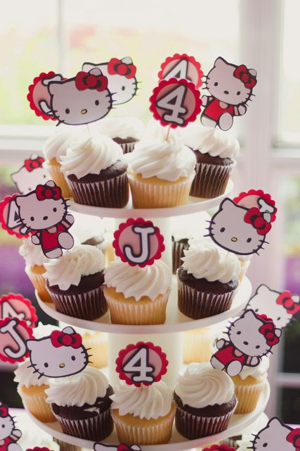 Cupcakes at Hello Kitty Party #hellokitty #partycupcakes