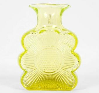 Amuletti vase by Tamara Aladin, Riihimäen lasi. Got this beauty in vivid green <3