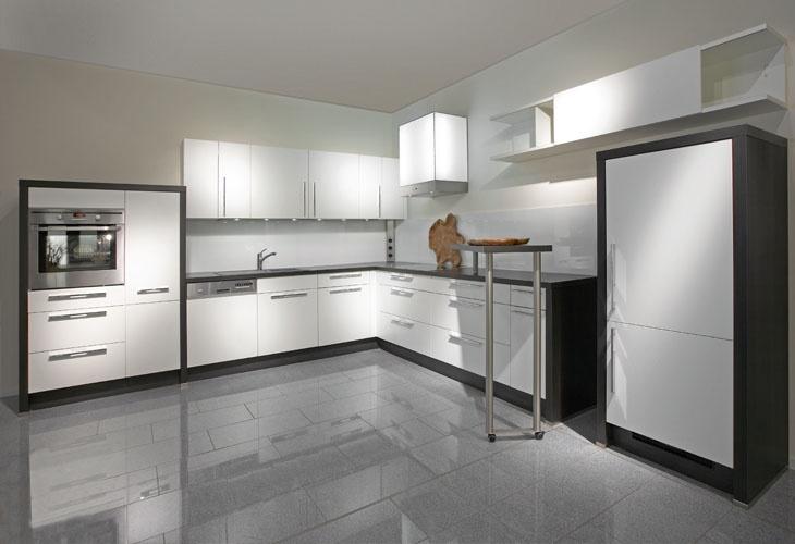 Küche in Schwarz-Weiß #Eckküche wwwdyk360-kuechende Kitchen - küche in weiß