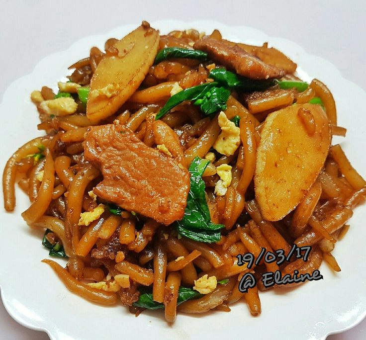 Stir-fried bee tai mak (炒老鼠粉) . . . .  #sgfood #sg #breakfast #lunchtime #lunch #homecooked #homemade #dinner #egg #noodle #beetaimak  #fishcake #kailan  #chilli #veggies#asianfood #healthyfood #healthy  #healthyeating  #happy #family #brunchtime #cookwithlove #love  #chilli #pork #meat