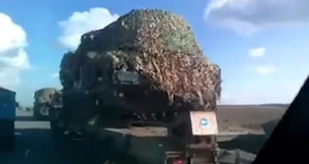 Ein ehemaliger Abgeordneter des ukrainischen Parlaments drehte ein Video, das die Verlagerung von schwerem militärischen Gerät in Richtung Cherson dokumentiert. Zudem fliegen Kampfhubschrauber in der Seehafenstadt verstärkt Manöver, wie man auf dem Video erkennen kann. Auf der Krim haben sich zwei Söldner freiwillig dem FSB gestellt.