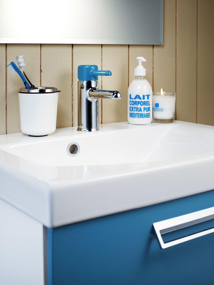 Badrumsskåp från Logic. Tillsätt lite färg i ditt badrum med badrumsskåpet i färgen Moody Blue. | GUSTAVSBERG