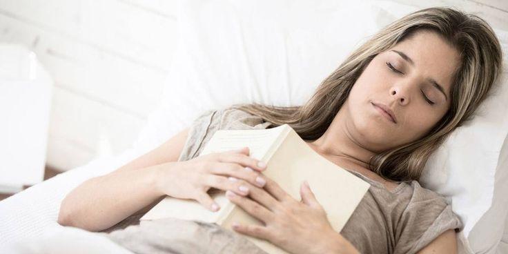 Votre corps sursaute pendant l'endormissement : Vous savez, vous commencez à rêver, mais quand vous êtes sur le point de glisser la tête la première dans