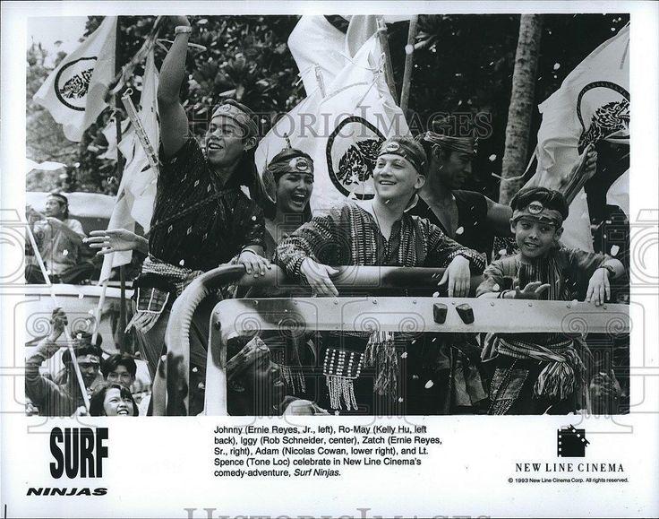 """1993 Press Photo Actor Ernie Reyes & Kelly Hu In """"Surf Ninjas"""""""