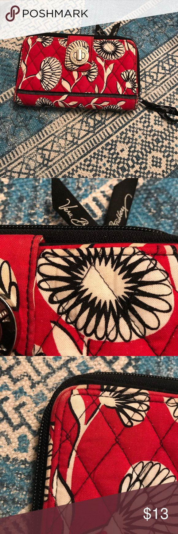 Selling this Vera Bradley wallet on Poshmark! My username is: thomiesimmons. #shopmycloset #poshmark #fashion #shopping #style #forsale #Vera Bradley #Handbags