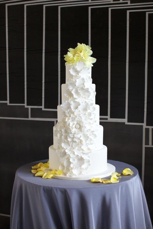 Simply Jessie Photography. Vale of Enna flowers. Peony. Yellow. Cake. Chicago Wedding.