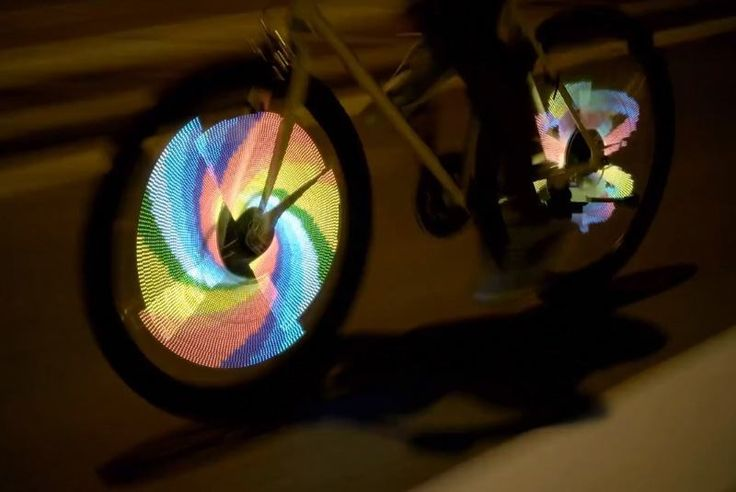 Εάν ταυτόχρονα με την ασφάλεια κατά τις νυχτερινές ποδηλατικές σου διαδρομές, θέλεις και να ξεχωρίσεις τότε τοBalightείναι ό,τι πιο πρωτότυπο. Πρόκειται για μια συσκευή που προσαρμόζεται στη ρόδα…
