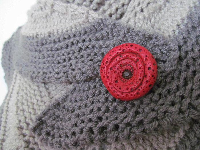 Broche de pañuelo rojo, broche Amapola Roja abstracta de AlloTricot en Etsy https://www.etsy.com/es/listing/467684297/broche-de-panuelo-rojo-broche-amapola