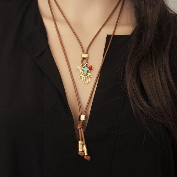 Colar Wyllie - Beth Souza Acessórios, colar boho cordão couro pingente de hansa e cristais: