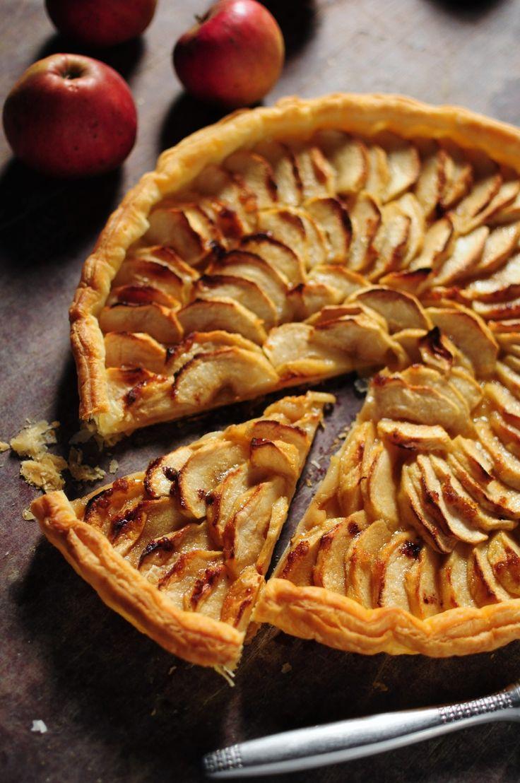 """Je vous en ai déjà parlé, ma mère a une passion pour les tartes aux pommes, c'est son dessert fétiche, son goûter fétiche, son petit déjeuner fétiche ... oui je sais j'abuse un peu mais pour vous dire que question """"tartes aux pommes"""", après des années..."""