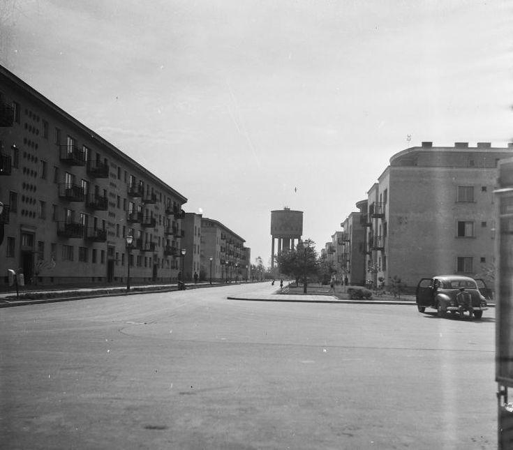 (Sztálinváros), Május 1. utca, szemben az első víztorony.