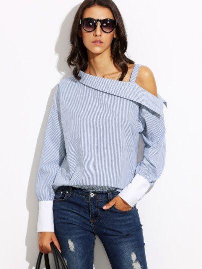 Синяя полосатая блуза с открытыми плечом