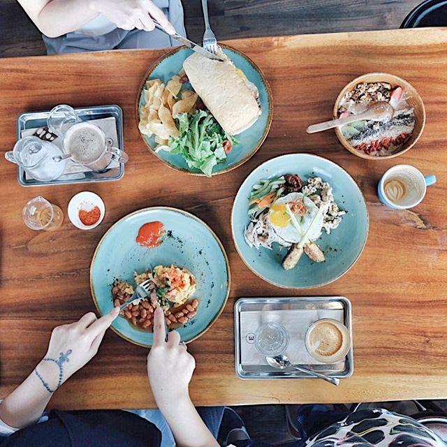 Brunchin' Semarang-an style 😝😂 #sundaybrunch by daviddepe. handsinframe #cupsinframe #happysunday #lifewelltravelled #vsco #nijishots #wanderbites #beautifuldestinations #flysomewherenew #travelgr8 #sundaybrunch #potd #brunch #exploresemarang #wanderlust #vscocam #akujalanjalanloh #onthetable #fujifilm #travelgram #daretoshare #semarang #eatandtreats #instatravel