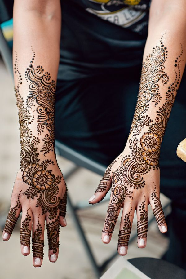 1a Intricate Indian bridal mehndi design on hands. More here - http://www.indianweddingsite.com/beautiful-illinois-fusion-sikh-wedding-almond-leaf-studios/