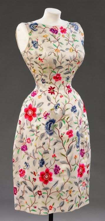 Cristóbal Balenciaga dress - 1962 - Embroidered White silk lined with silk - Victoria and Albert Museum Collection, London