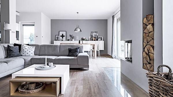 Jednoduchý čistý styl prozrazuje vášeň majitelů pro skandinávský design. V celém přízemí domu je podlahové topení, do patra zvolili topná tělesa, která pružněji reagují na potřebnou změnu teploty.