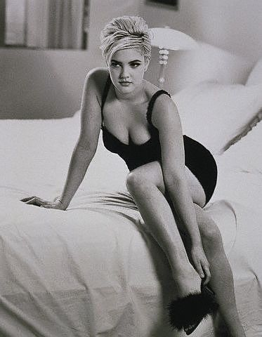 Drew Barrymore Sexy Celebrity Legs Picture | Zeman Celebrity Legs | 00029