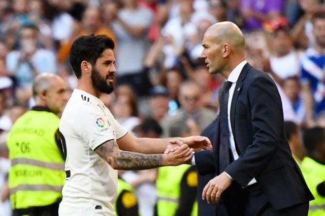 Zidane Returns Comes Back To Real Santiago Bernabeu Bernabeu Zidane