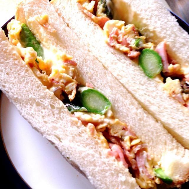 急ぎで作りました。 - 95件のもぐもぐ - アスパラ、ベーコン、卵のサンドイッチ by MIZUHO