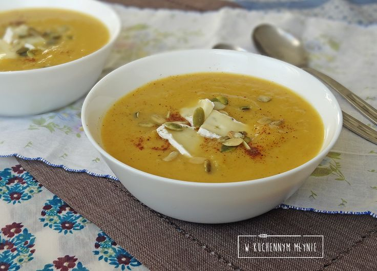 Kremowa zupa z selera i pora z dodatkiem sera camembert