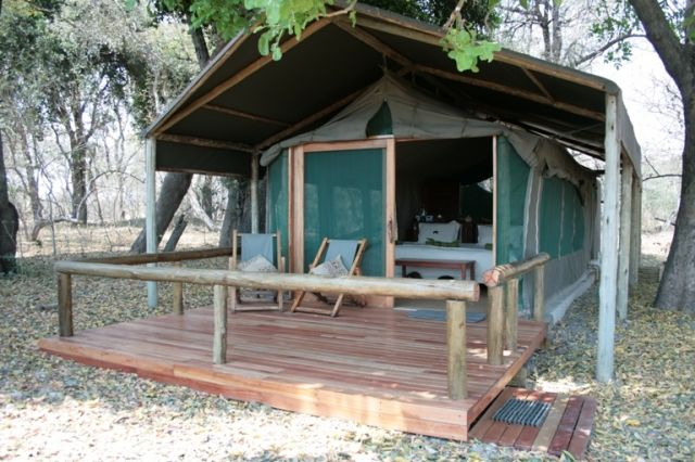 Kwara Camp has 8 en-suite tents – with inside/outside showers and a honeymoon tent with a bath  http://www.africanwelcome.com/botswana/botswana-private-game-lodges/kwara-camp-kwando-safaris-okavango-delta-botswana