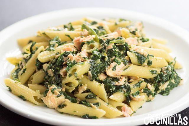Cómo preparar macarrones con salmón y espinacas. Receta fácil paso a paso. Un plato muy nutritivo a la vez que delicioso. ¡No te quedes sin probarlo!