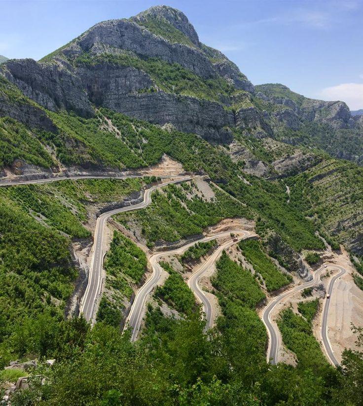 Leqet e Hotit pass, Albania