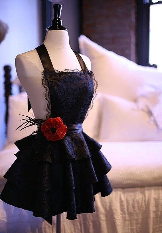Great hostess apron!  Or bedroom apron ;-)