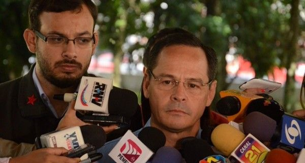 El gobernador del estado Táchira, José Gregorio Vielma Mora, informó hoy que la frontera colombo-venezolana se abrirá para el transporte de carga pesada el