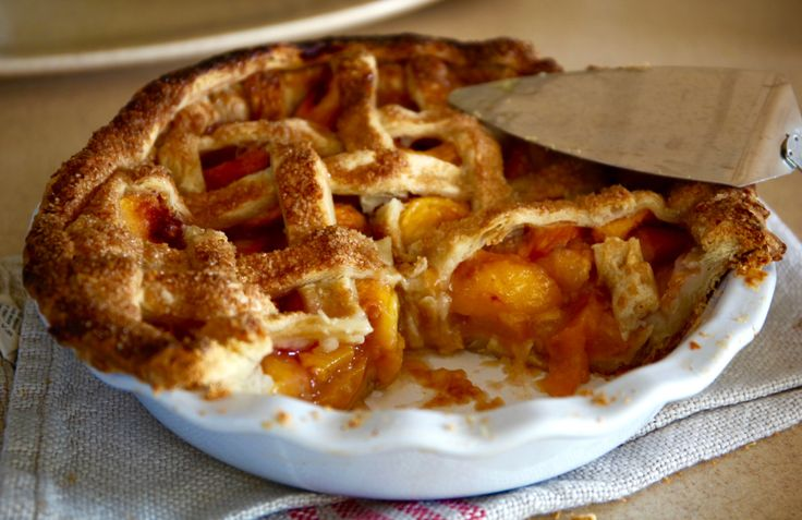 The Perfect Peach Pie – Model Turned Cook