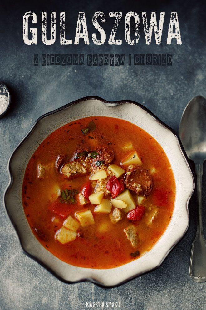 Gulaszowa, lekko pikantna zupa paprykowa z kaszą jęczmienną i kiełbaską chorizo