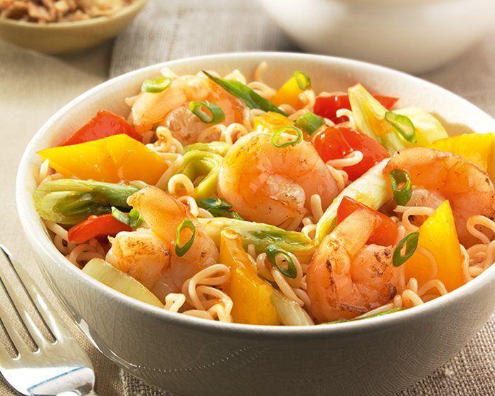 Roergebakken garnalen met paprika en prei recept