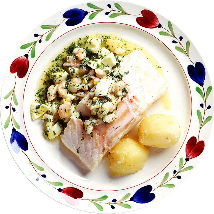 Ugnsbakad torsk med räkor och hackat ägg | Recept.nu
