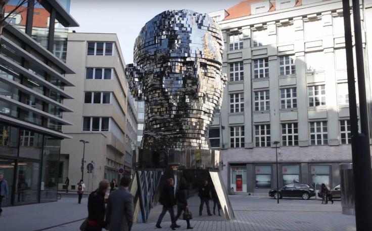 Metalmorphosis Skulptur    Der tschechische Künstler David Cerny  hat eine gigantische bewegende Skulptur geschaffen. Das Portrait von Fr...