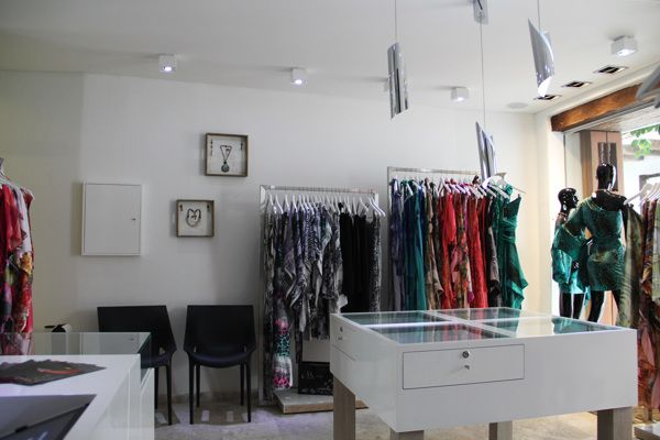 Classical and elegant is the new Colombian store of the Spanish brand of clothing for women MIUMA.  The design of the store have a sober concept for it to respect the classic architecture of the place and let colorful dresses be the main protagonists of the store. #clothingstore #store #dresses #woman #illumination #interiordesign #designer