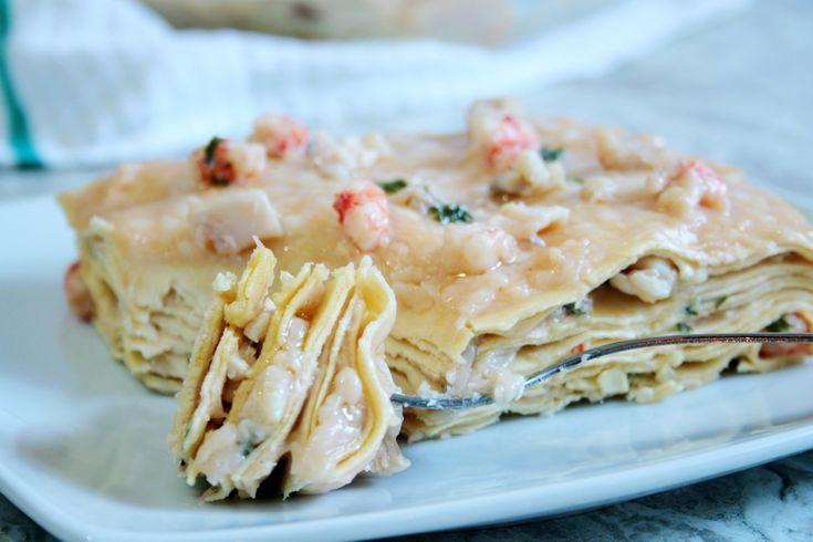 Con le lasagne di pesce in bianco porterete a tavola tutto il sapore di mare e la bontà delle lasagne al forno fatte in casa. Ecco la ricetta