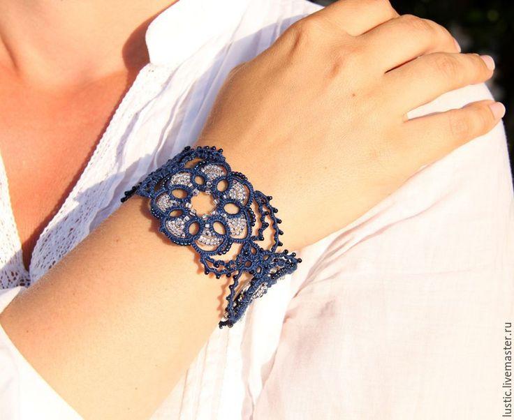 Купить Кружевной браслет «Таинственный цветок» (тёмно-синий, серебристый) - фриволите, подарок, ручная работа
